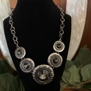 Jewelry - New!!! Silver disc necklace